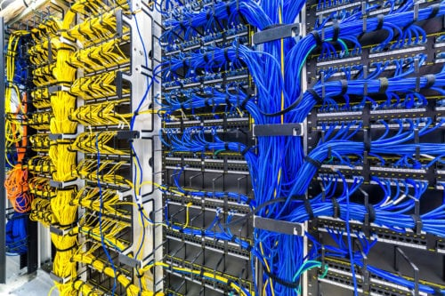 Best Cable Management System: Horizontal vs Vertical - RackSolutions
