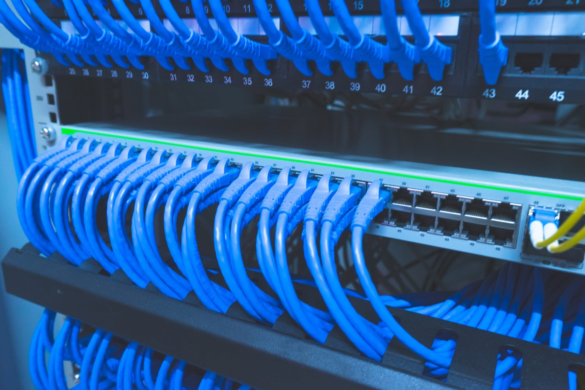 server rack cable management