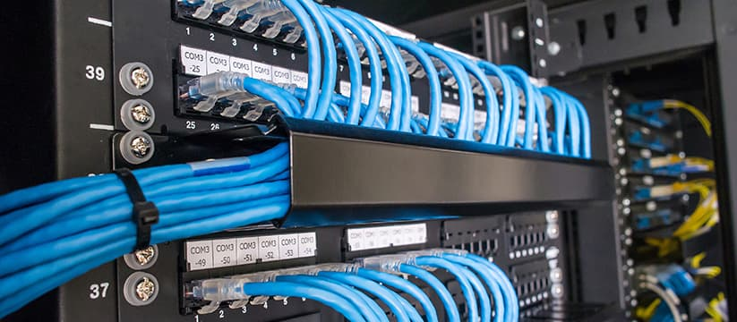 horizontal cable management with patch panels in a server rack